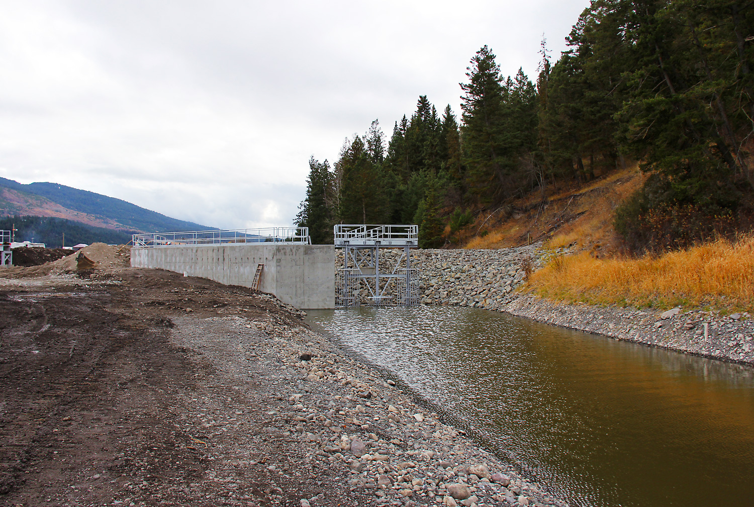 how to build a jetty for a new dam